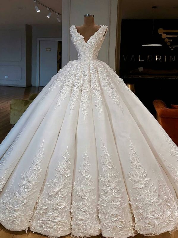 Luxury Lace Ball Gown Wedding Dresses | V-Neck Sleeveless Long Bridal Gowns