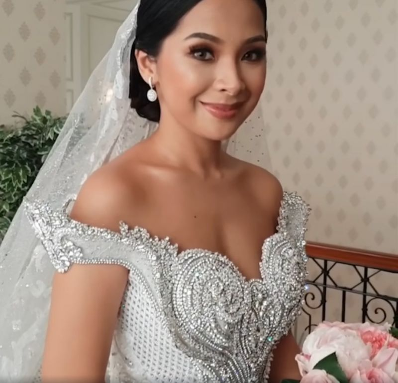 Luxury Sweep Train Ball Gown Wedding Dresses with Crystals