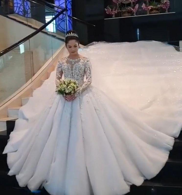 Gorgeous Long Sleeve Applique Sequin Bll Gown Wedding Dresses