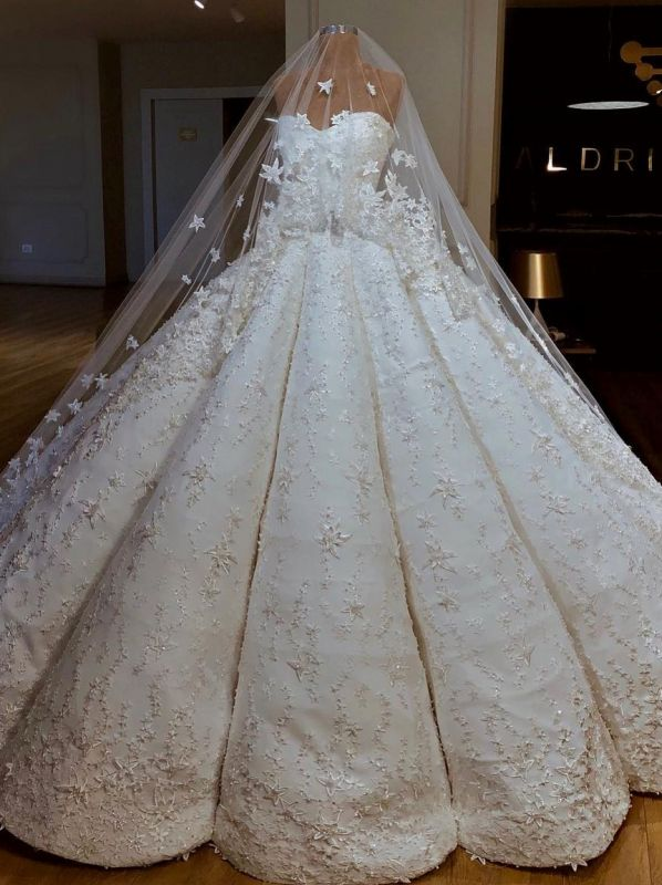 Luxury Lace Ball Gown Wedding Dresses | Sweetheart Sleeveless Long Bridal Gowns