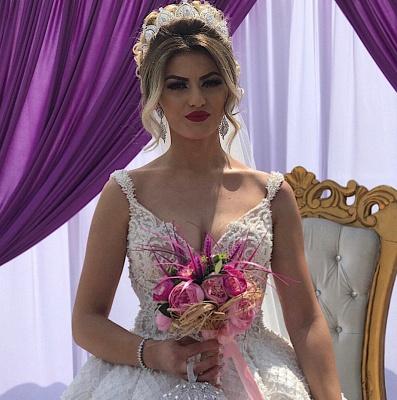 V-neck Straps Appliques A-line Sleeveless Fascinating Wedding Dresses_3
