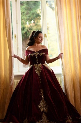 Charming Off The Shoulder Ball Gown Prom Dresses With Gold Applique_1