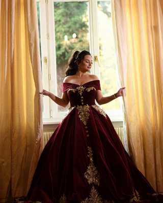 Charming Off The Shoulder Ball Gown Prom Dresses With Gold Applique_7