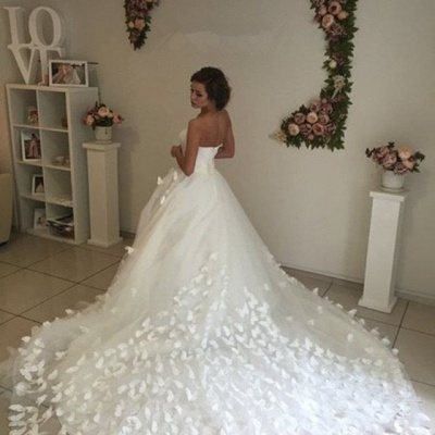 Glamorous 3D-Floral Appliques Wedding Dresses Sweetheart Neck Chapel Train Bridal Gowns_3