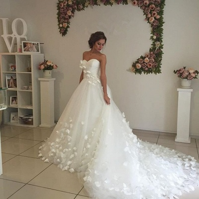 Glamorous 3D-Floral Appliques Wedding Dresses Sweetheart Neck Chapel Train Bridal Gowns_4